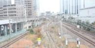 歩道橋から見える横須賀線の線路の景色