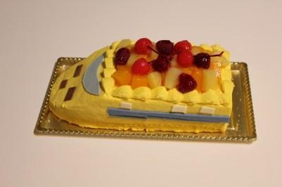 黄色い新幹線(ドクターイエロー)のバースデーケーキ
