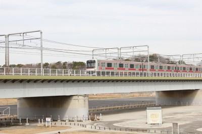 多摩川を渡る東急線
