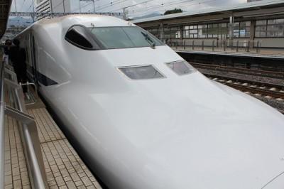 小田原駅ホーム新幹線