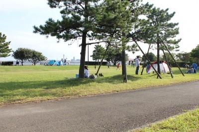 城南島海浜公園広場でテント