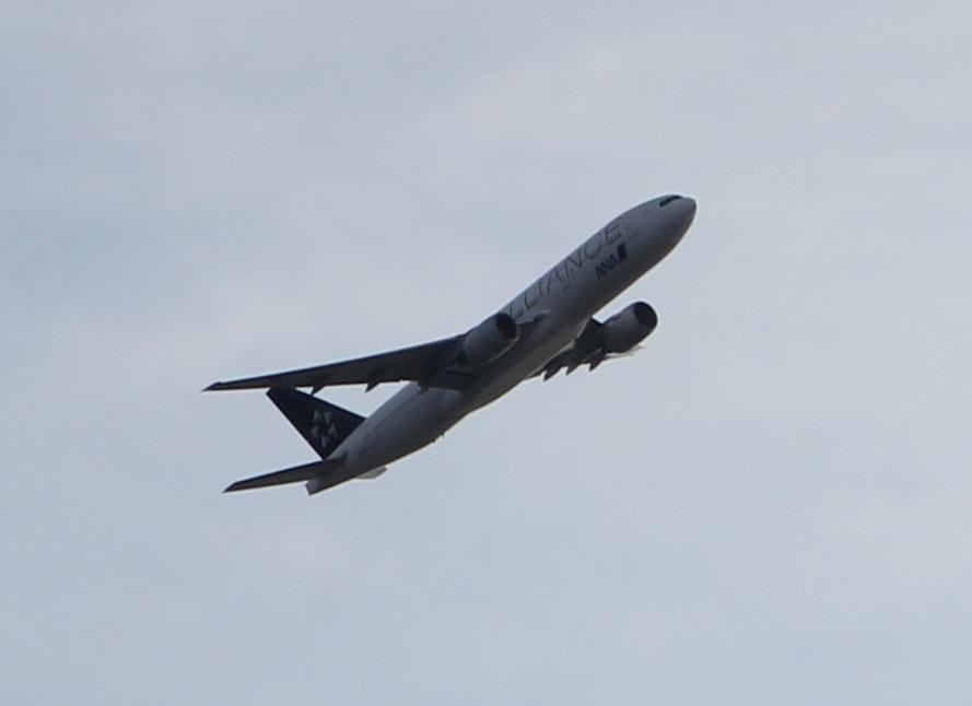 羽田空港から飛び立つ飛行機