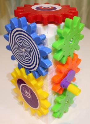 くるくる回るはぐるまのカラフルな玩具