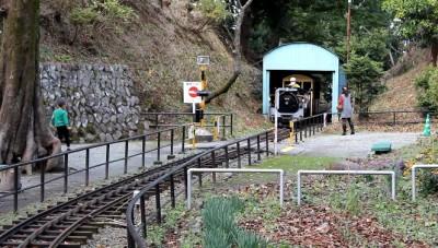 小田原公園SL機関車トンネル踏切