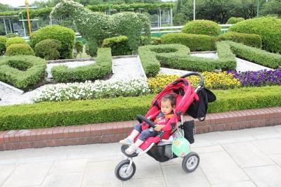 エアバギーココ1歳児を乗せた状態を横から撮影