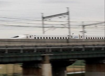 N700系新幹線が目の前を通過