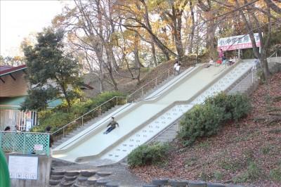 スピードの出る人気のジャンボ滑り台