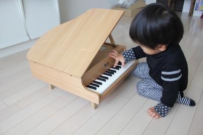 2歳の誕生日にカワイのミニピアノをプレゼント