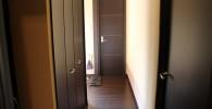 離れの宿の玄関すぐの廊下