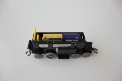 100円電車-電池