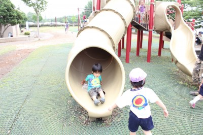 稲城北緑地公園-トンネル滑り台