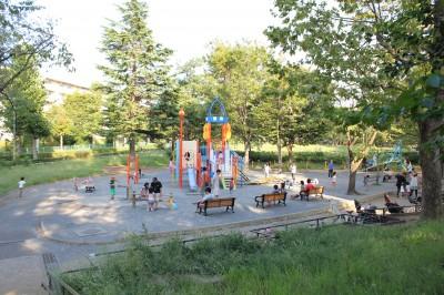 美しが丘公園-遊具広場全体