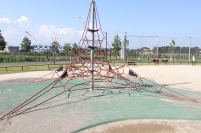 新横浜公園-ピラミッド型遊具