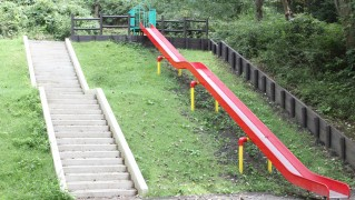 児童遊園地-ロング滑り台サムネイル