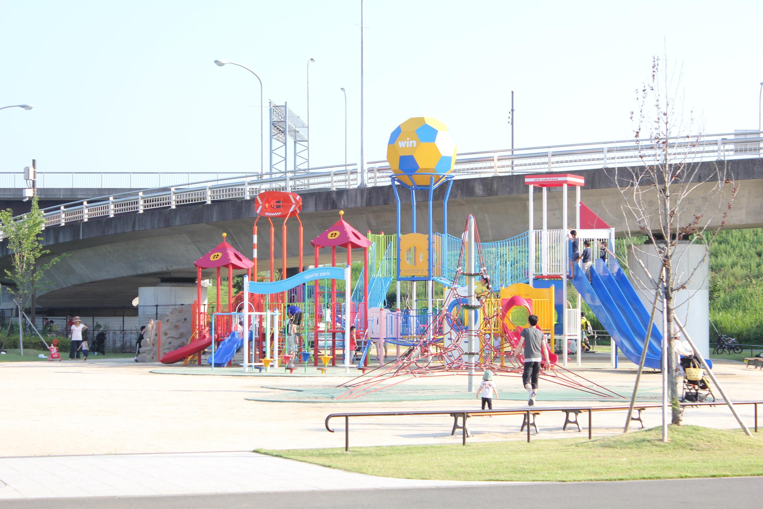 新横浜公園-遊具広場全体風景