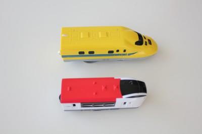 100円電車-プラレールと比較上面