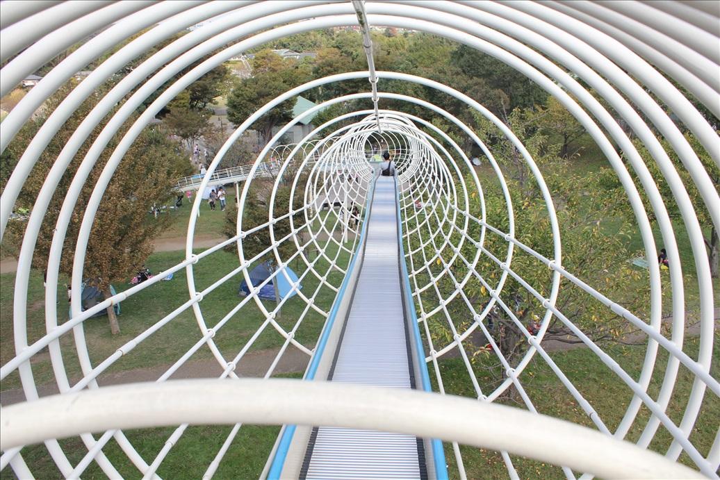 里山公園の大人気ローラー滑り台出発地点