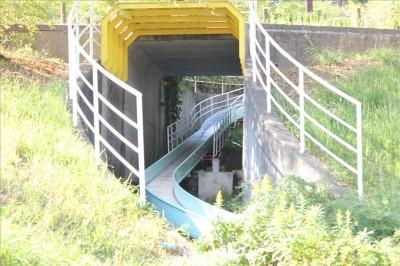 ローラー滑り台のトンネル