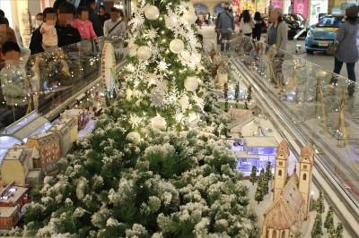 トレッサ横浜のクリスマス仕様のジオラマ