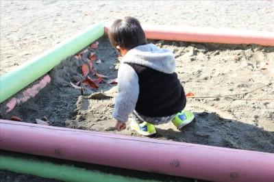 北遊具広場砂場で遊ぶ