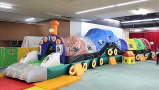 汽車の形をしたトンネル