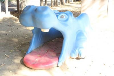 自由広場の青いカバ