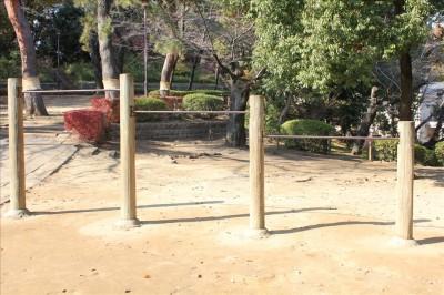 運動広場の鉄棒三段階