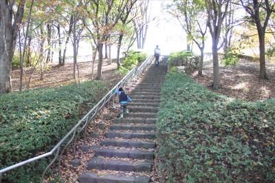 大きな広場へと続く階段