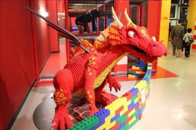巨大な赤いドラゴン
