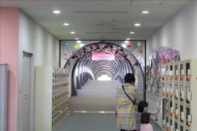 トンネルの様な通路