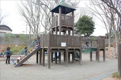 子供広場の大型遊具