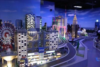 レゴで作られた東京の街の夜景