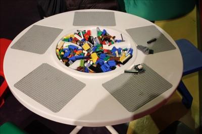 レゴショップ横レゴ組み立てスペース