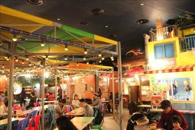 ワールド麺ロードの店内風景