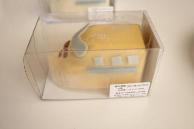 新幹線ケーキドクターイエロー箱に入った写真