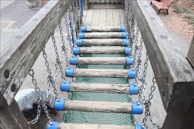 グラグラ吊り橋