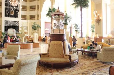 ディズニーランドホテルのロビー