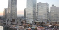 観覧車から見るランドマークタワーとクイーンズスクエア