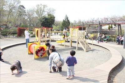 幼児向けの遊具コーナーの様子