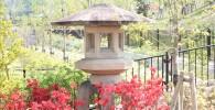 公園入り口の大きな灯篭