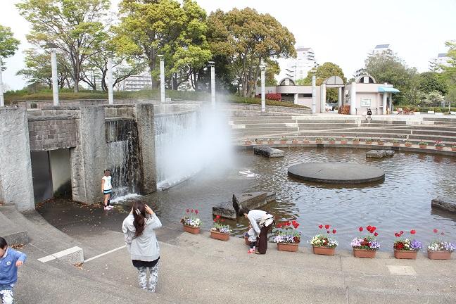水遊び!保土ヶ谷公園噴水広場