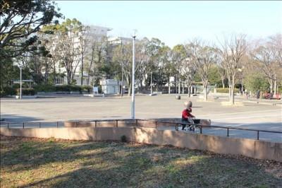 平和記念像前の広場