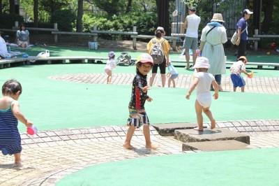 6月のじゃぶじゃぶ池での水遊び