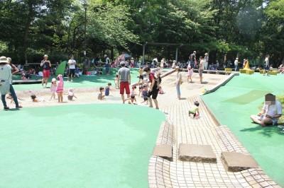 中原平和公園のはだしの広場