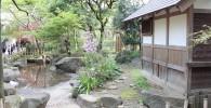 池泉と水車小屋の風景