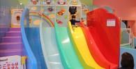 カラフルな虹の滑り台