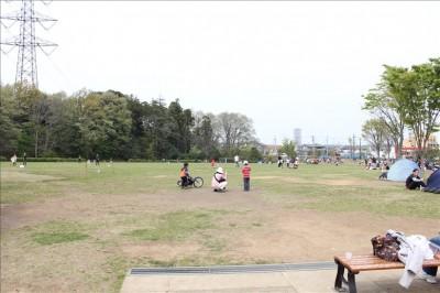 玄海田公園の広い芝生広場