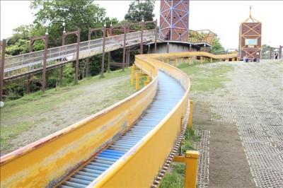 くりはま花の国のロングローラー滑り台
