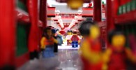 かなり巧妙に作られた浅草寺の雷門と商店街