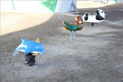 幼児向けの乗り物(イルカとかパンダとか)